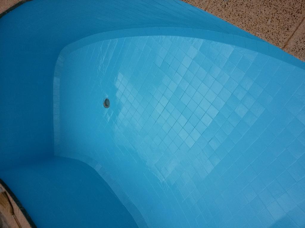 fl ssigkunststoff f r pool schwimmbad und saunen. Black Bedroom Furniture Sets. Home Design Ideas